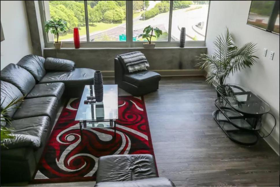 Comfy Luxurious Downtown Loft Style Apartment