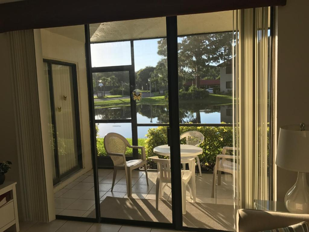 47b3710548 Superb Apartment in Florida   very close to IMG