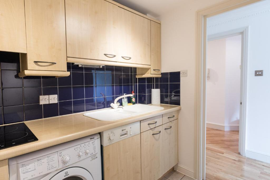 Earls Court Apartment London UK Booking Delectable 2 Bedroom Serviced Apartments London Remodelling