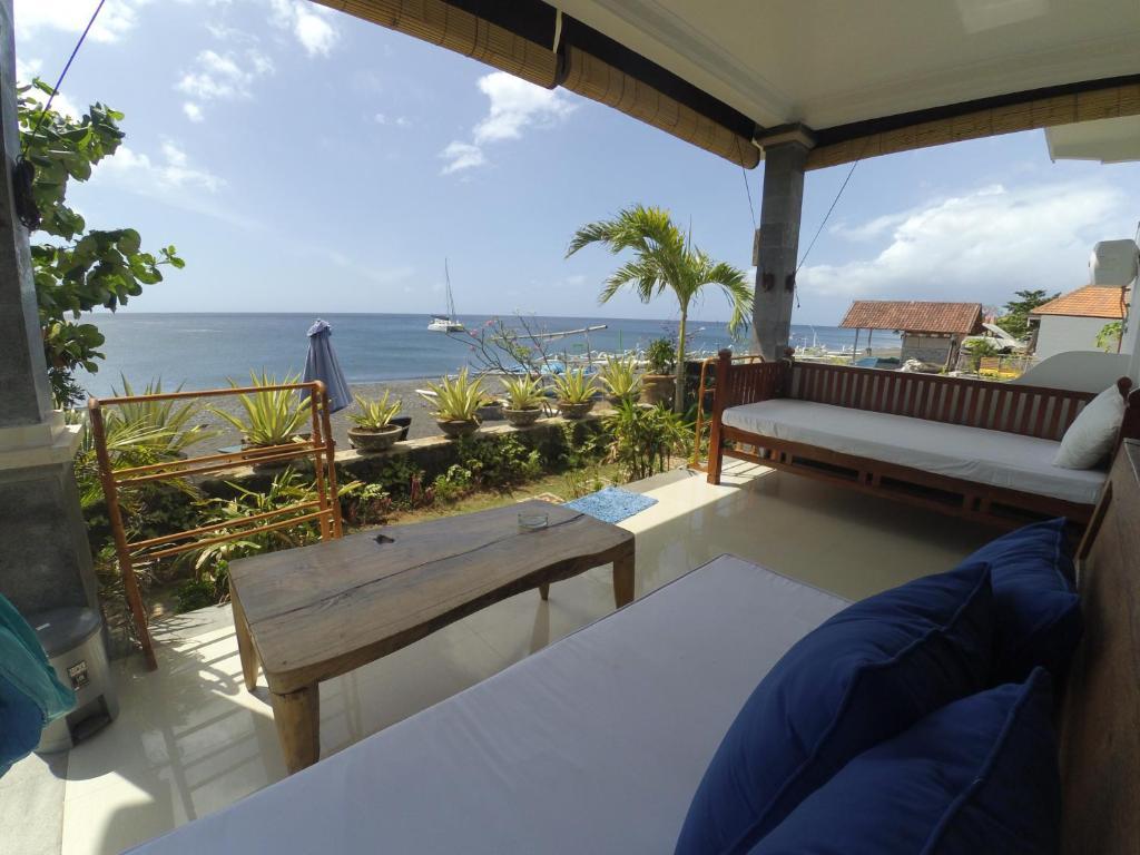 Ein Balkon oder eine Terrasse in der Unterkunft The BBQ Guest House