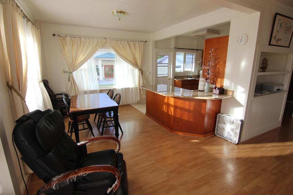 Vacation home 2 bedroom hawaii kai house honolulu hi - 2 bedroom suites in honolulu hawaii ...