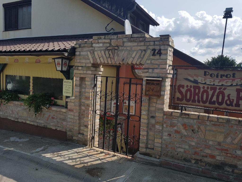 28065bead1 Poirot Apartment, Érd, Hungary - Booking.com