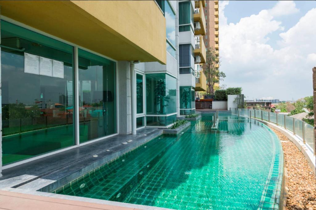 apartment modern living 5 min to impact arena pak kret thailand
