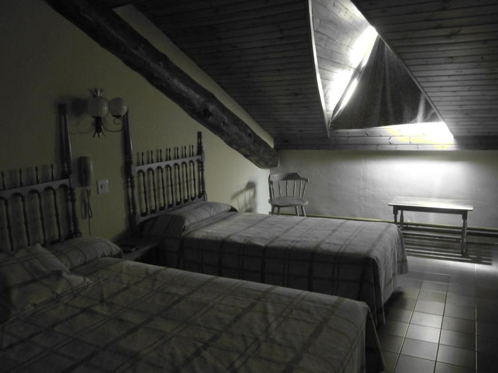 A bed or beds in a room at Hotel Cardós