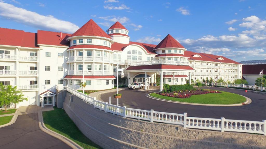 Blue Harbor Resort & Spa Blue Harbor Drive, Sheboygan, WI 1 () BLUE () | View Website Harbor Winds Hotel S. 8th Street, Sheboygan, WI 1 () | View Website Grand Stay Suites Niagra Avenue, Sheboygan, WI 1 ()