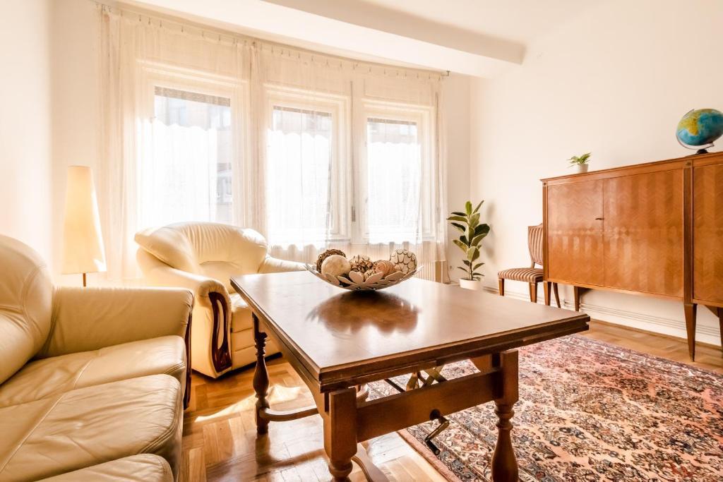 A seating area at BpR Lisi Unique Apartment