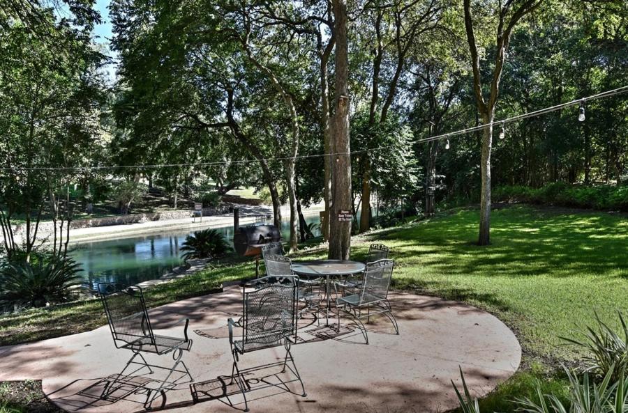 Comal River Cottage 405 New Braunfels Tx Booking Com