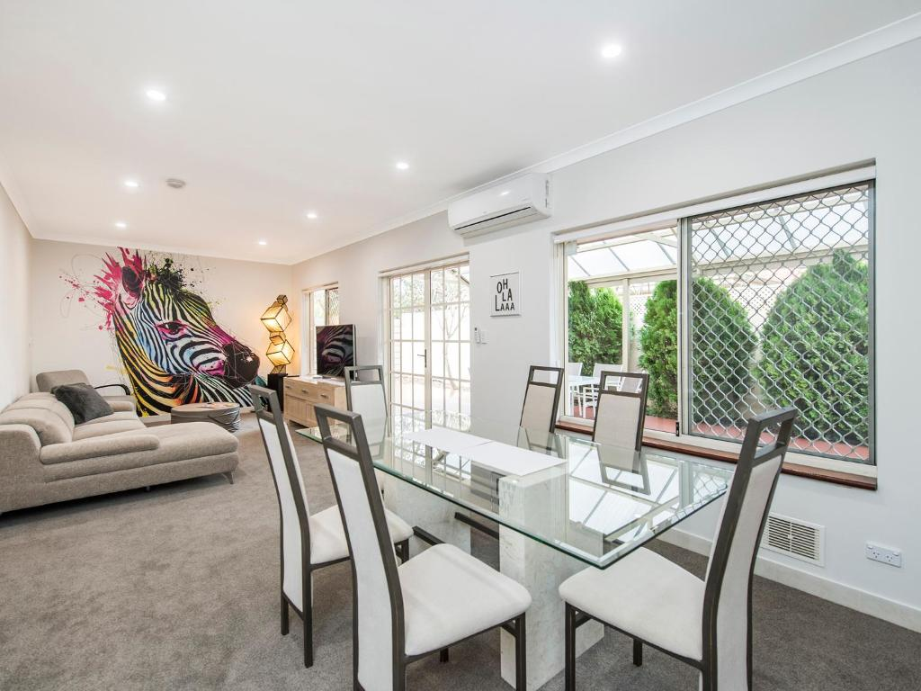 Vacation Home Luxury Federation Style Home - Sleeps 10, Perth ...