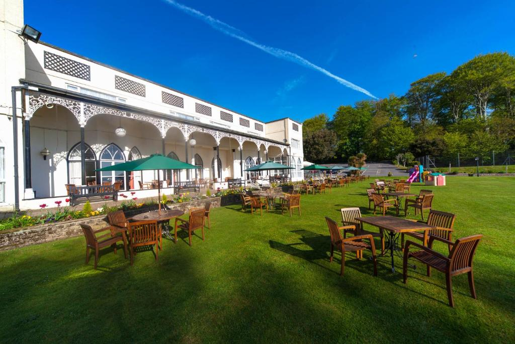 A restaurant or other place to eat at Langstone Cliff Hotel