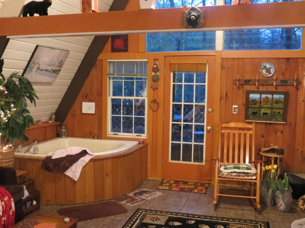 luxury gatlinburg in pet cabin cheap outdoor forge pigeon with s rentals pool indoor secluded private rent rental tn cabins friendly for bedroom swimming