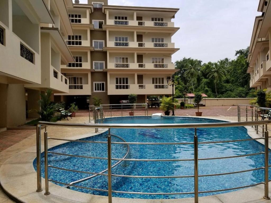 Apartment beautiful 2 bed flat with swimming pool south - Swimming pool construction in india ...