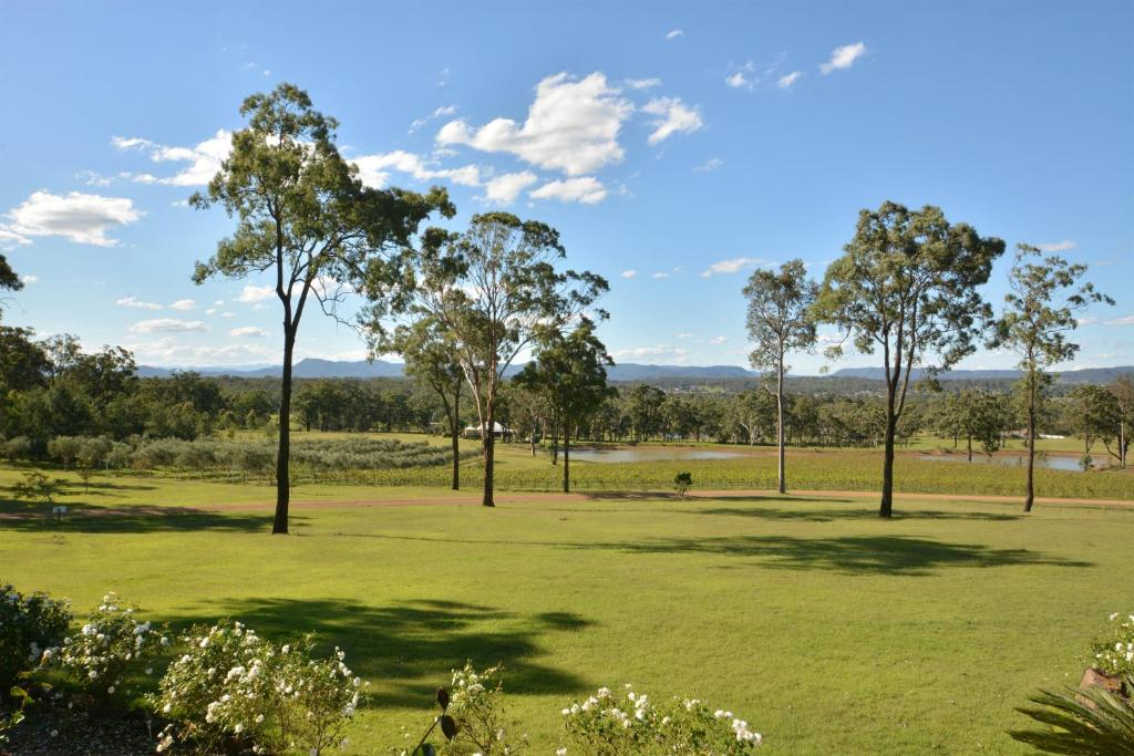 vignerons lodge hunter valley located within cypress lakes. Black Bedroom Furniture Sets. Home Design Ideas