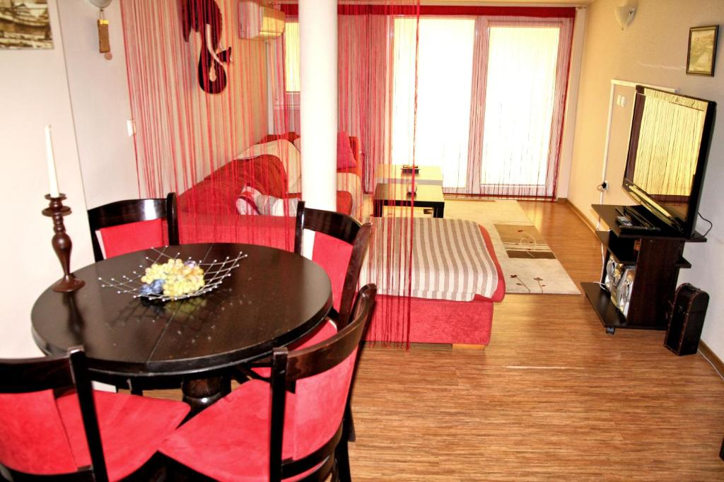 Апартамент Sea view penthouse apartment in the heart of Varna - Варна