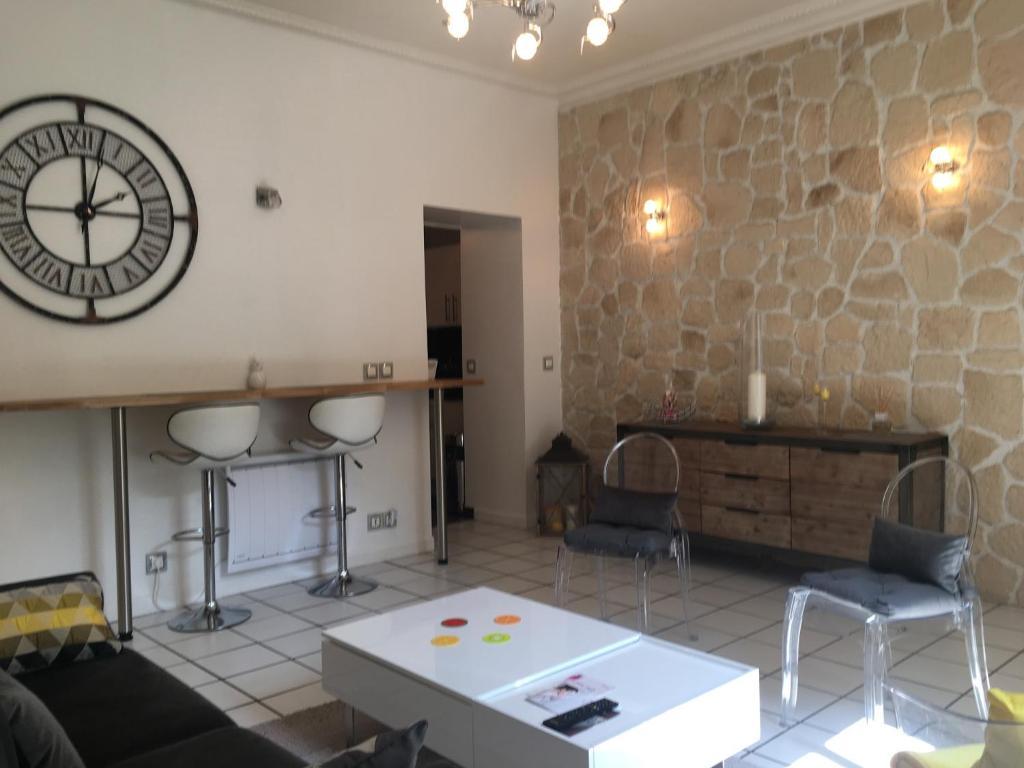 Chaleureux Meubl Aix Les Bains Prancis Booking Com # Meuble Tv Arena