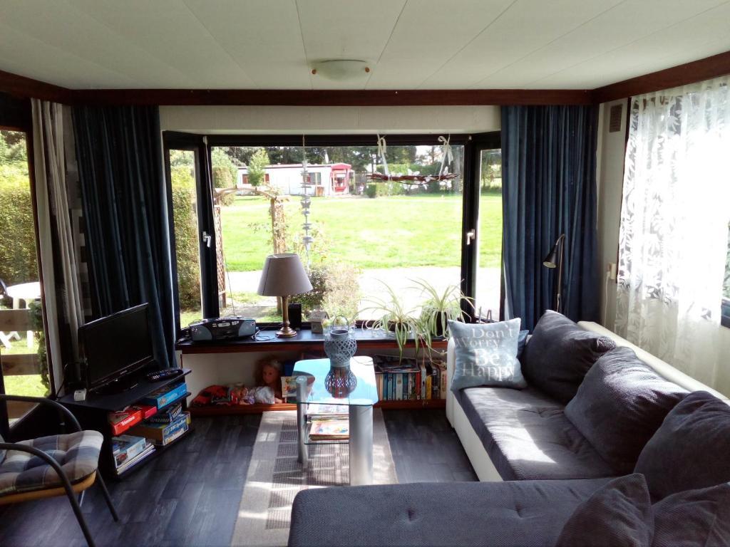 Huisje KOOLWITJE op Camping Craneburcht, Luttelgeest – Updated 2018 ...