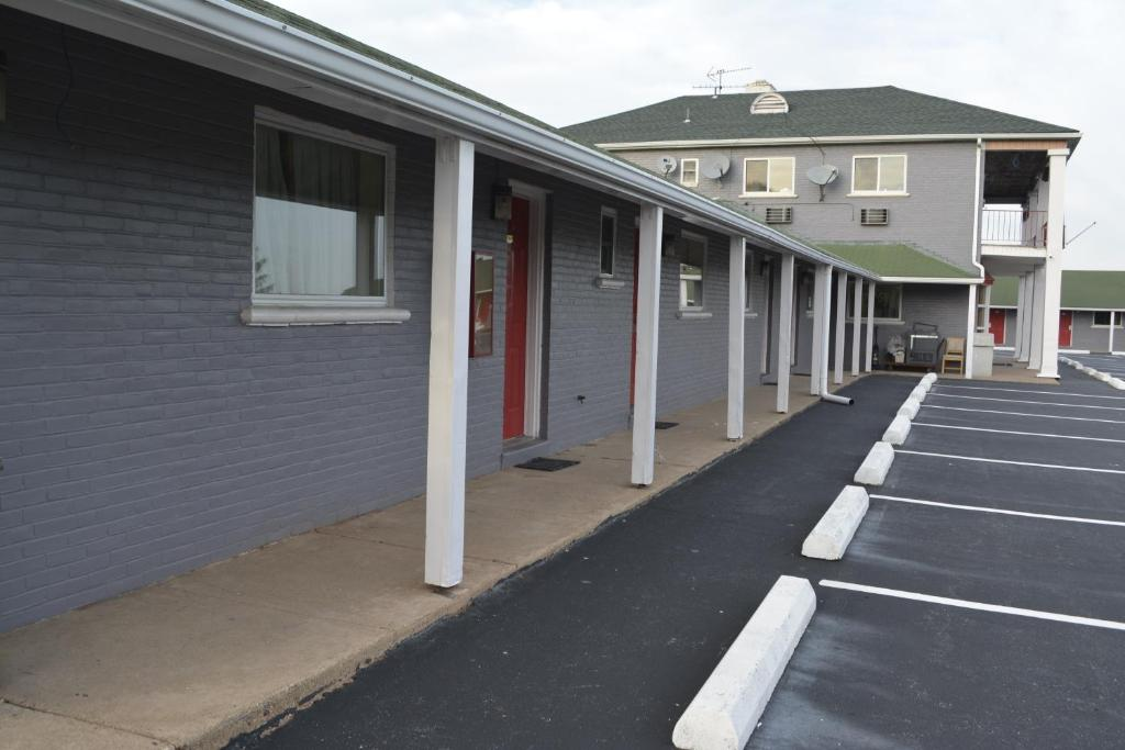 Red Carpet Inn & Suites New Cumberland