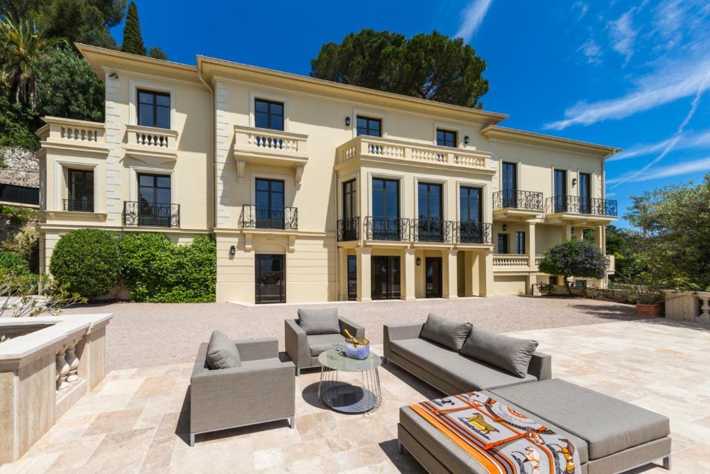 9af57bf8737fd Luxury villa 5L