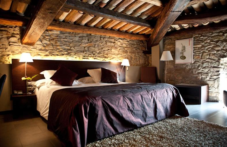 boutique hotels sant julia de vilatorta  10