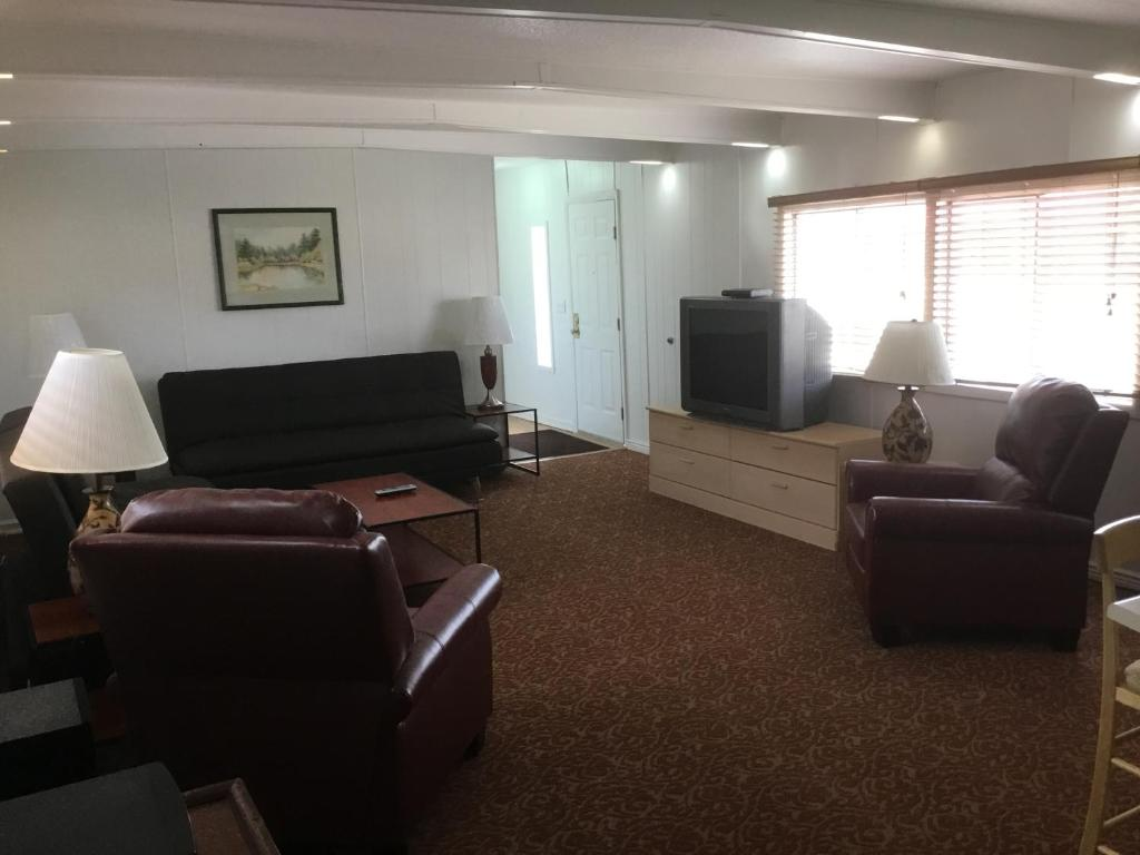 The Living Room Great Falls Mt Ski's Western Motel Great Falls Mt  Booking
