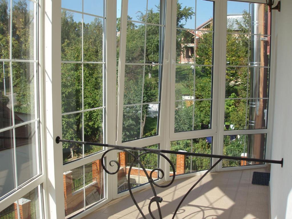 Балкон в частном доме (71 фото): красивые закрытые и открыты.