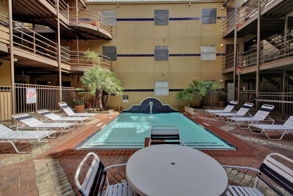 4 Bedroom Central Downtown Condo, Austin, TX - Booking.com