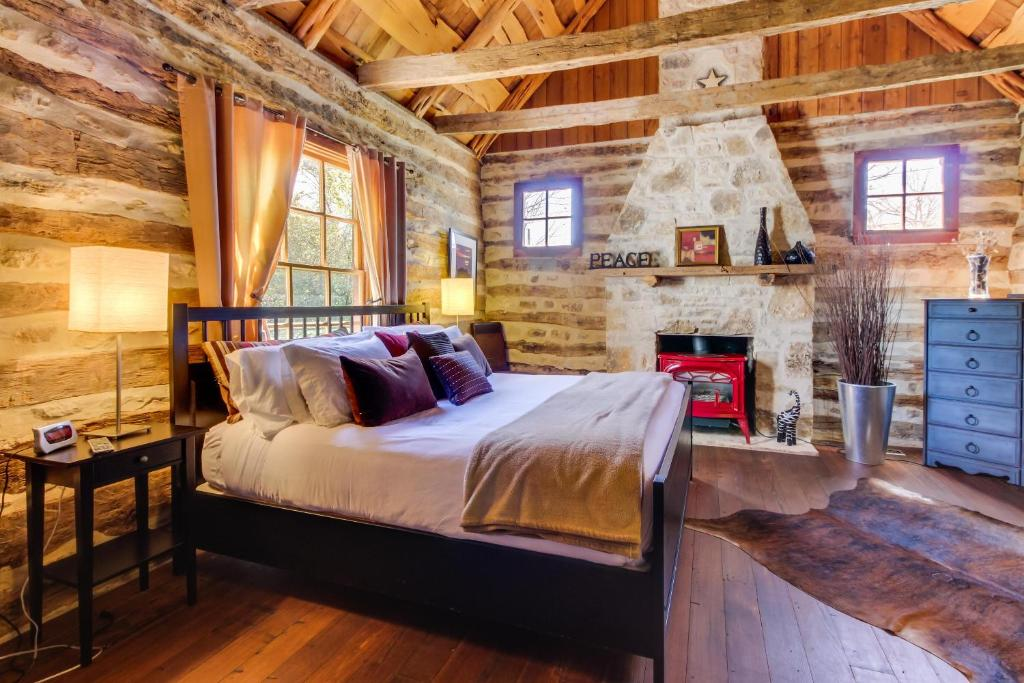 near at red cabin cabins country rock private htm tx cowboy lodging fredericksburg