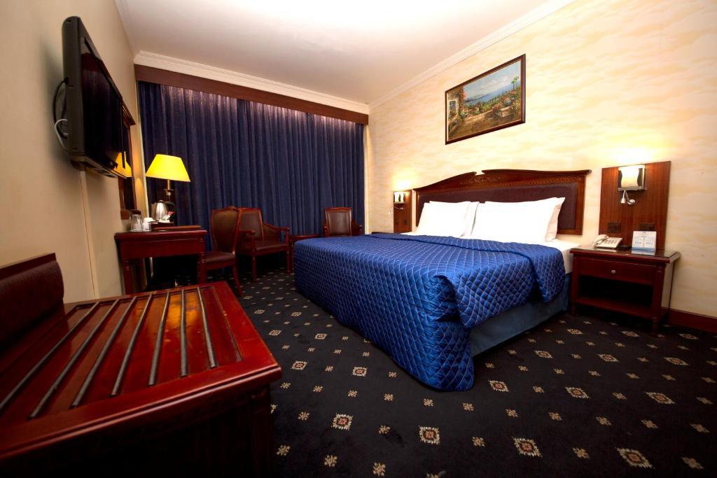 Два негра в отеле #2