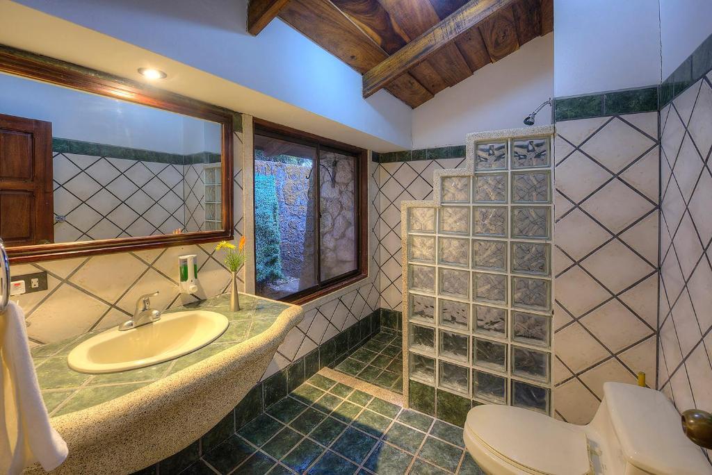 Hotel Hacienda Pacifica, Cañas, Costa Rica - Booking.com on