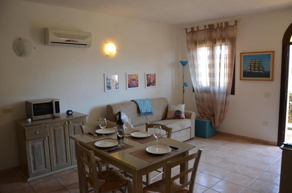 Tavolo Da Lavoro Weber : Appartamento residence weber la maddalena u prezzi aggiornati per