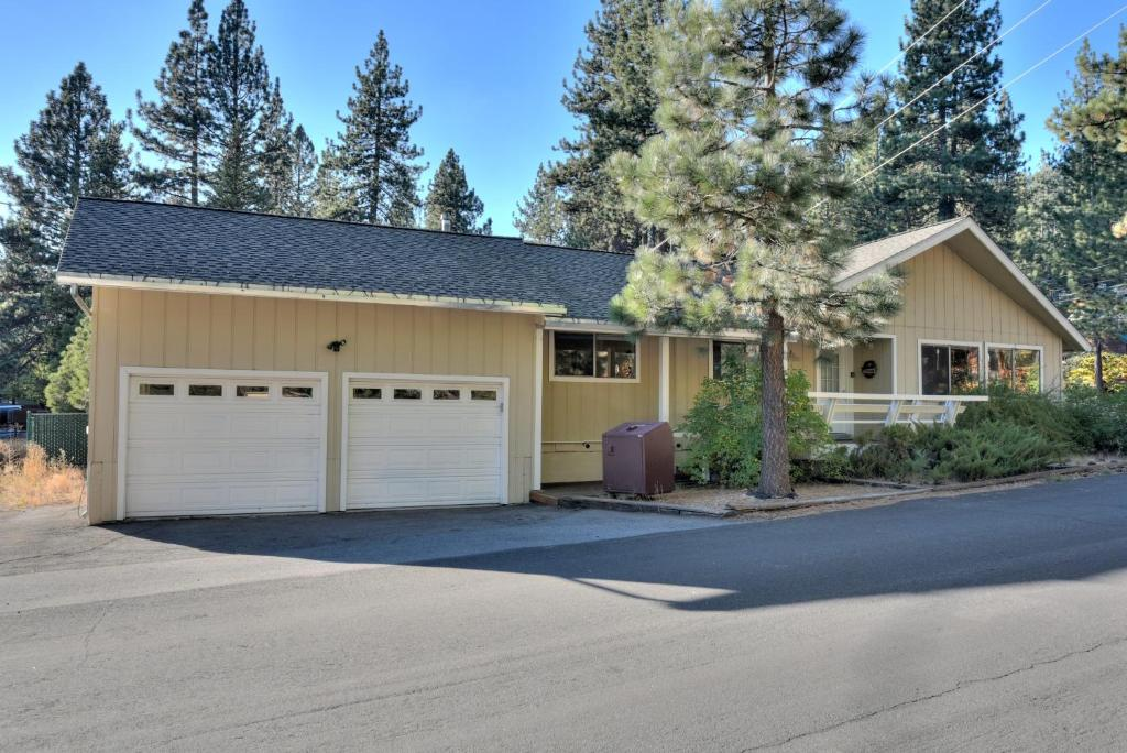 Vacation Home Donner Lake House Truckee Ca Ca Booking