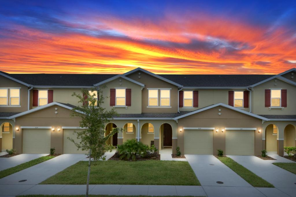 Vacation home four bedrooms townhome 5108k kissimmee fl for 7 bedroom vacation homes in kissimmee fl
