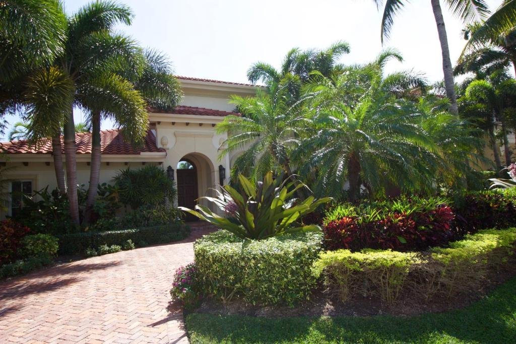 Luxury villa on the canal delray beach fl booking gallery image of this property solutioingenieria Choice Image