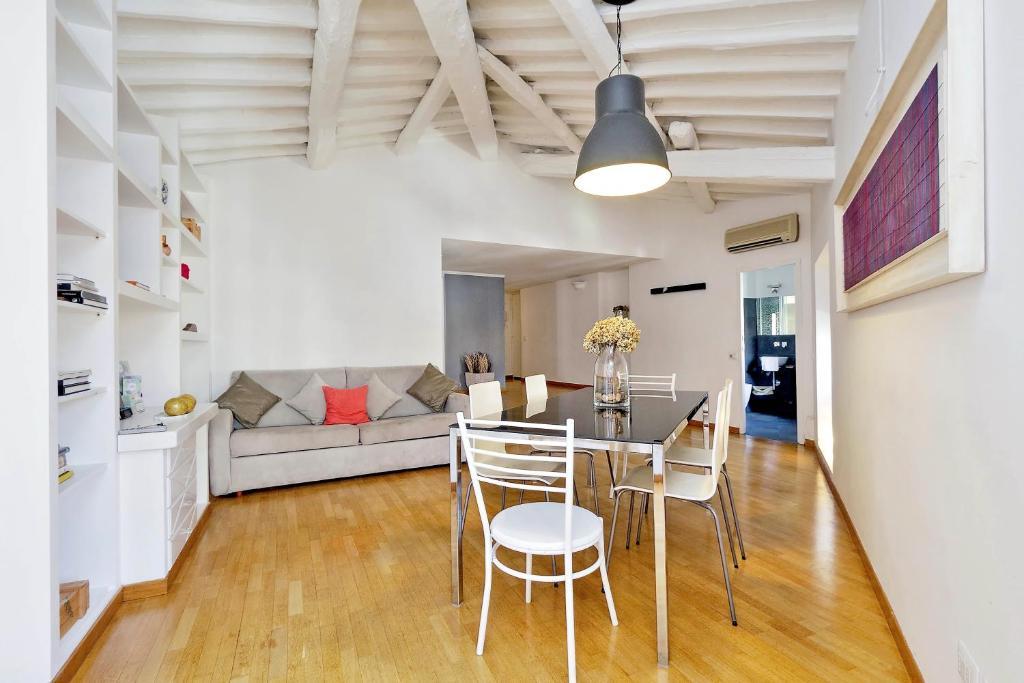 charmantes appartement design singapur, romeloft   coronari charming apartment, italy - booking, Design ideen