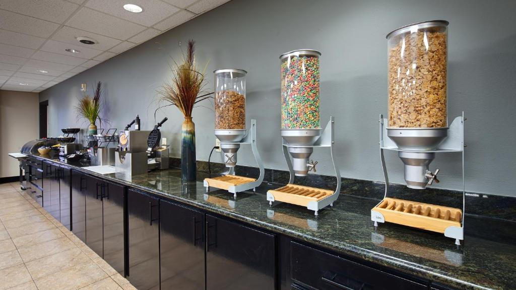 Best Western Plaza Hotel & Suites at Medical Center