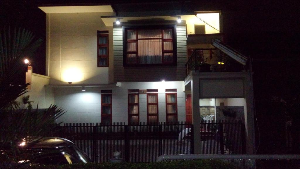 rumah tawa guesthouse 2 bandung harga 2019 terbaru rh booking com
