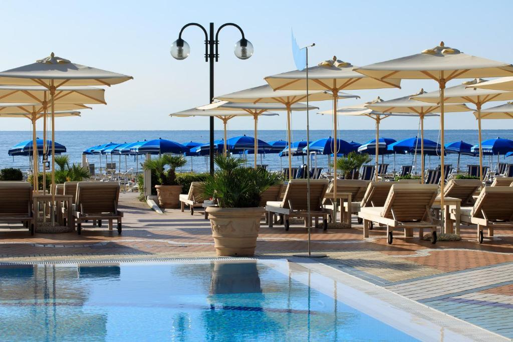 Het zwembad bij of vlak bij Park Hotel Brasilia