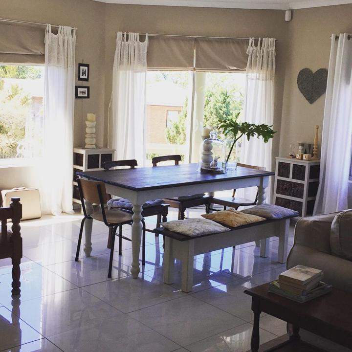Villa 25 Bordeaux Avenue, Durbanville