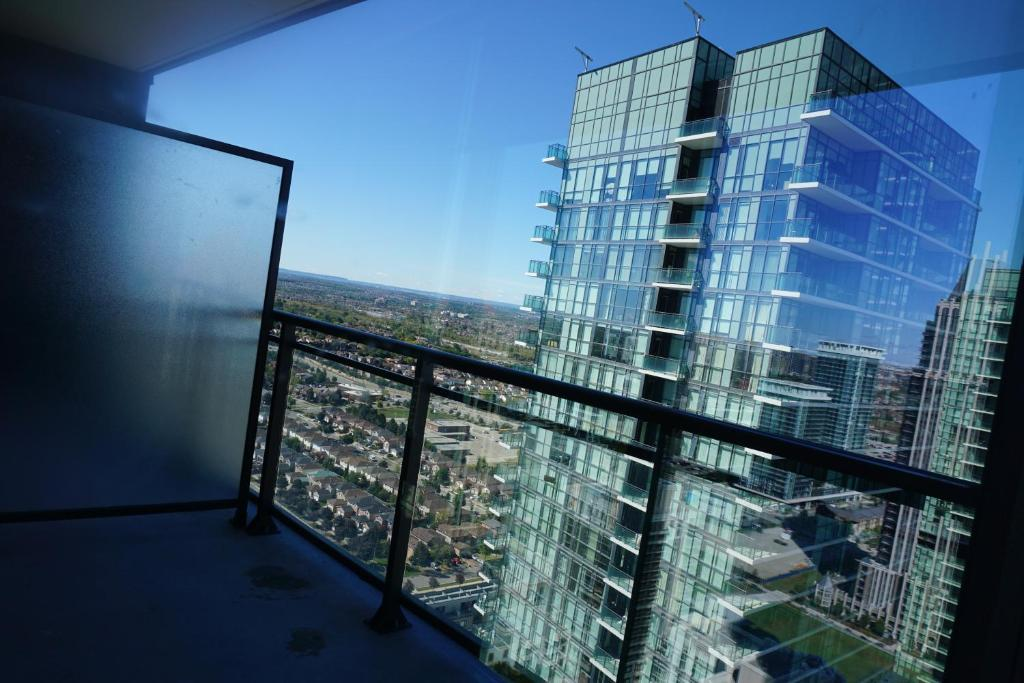 Furnished Apartment Near Square One, Mississauga, Canada ...