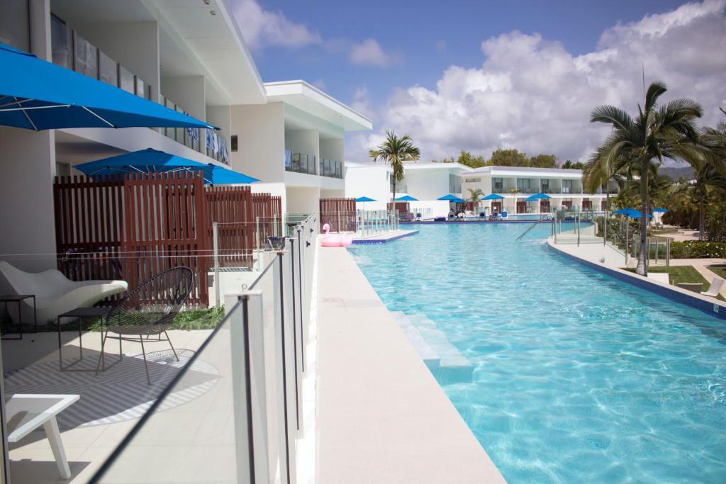 port douglas main lagoon swim out pool apartment australia