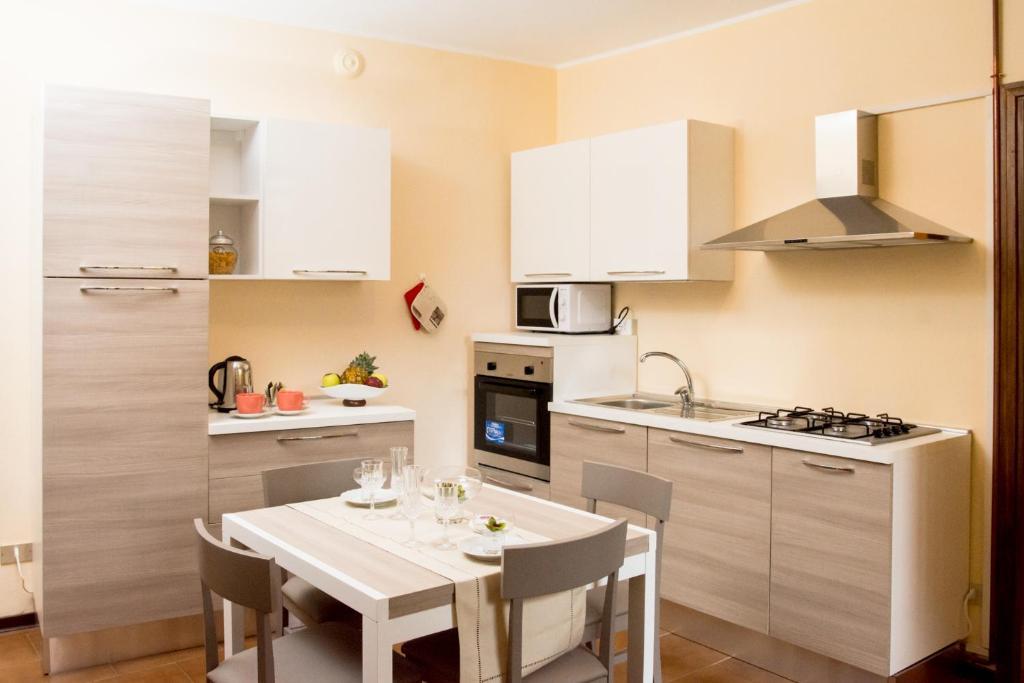 Apartment Feel at Home - LA TERRAZZA SUL BORGO, Lovere, Italy ...
