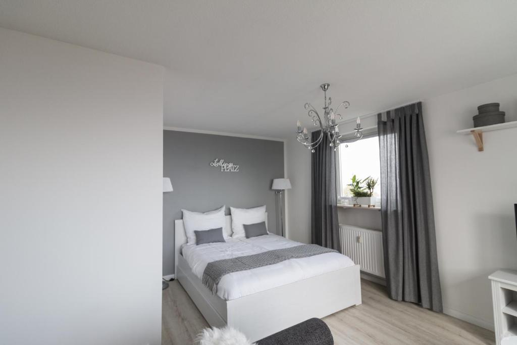 A bed or beds in a room at Ansbachs City Apartment