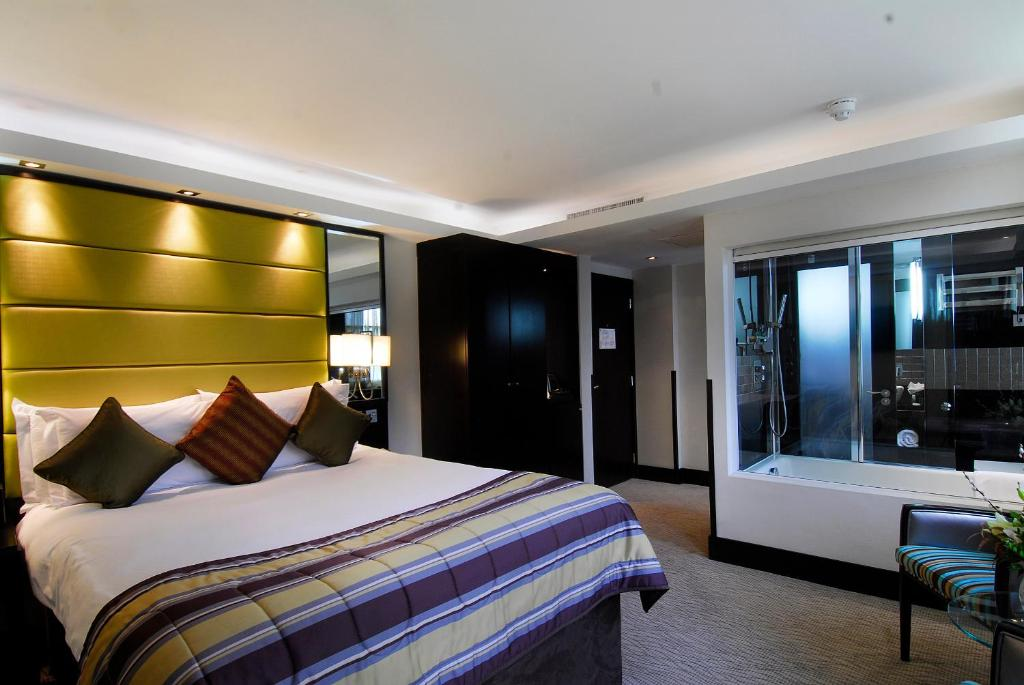 A room at the Montcalm at Brewery London City.