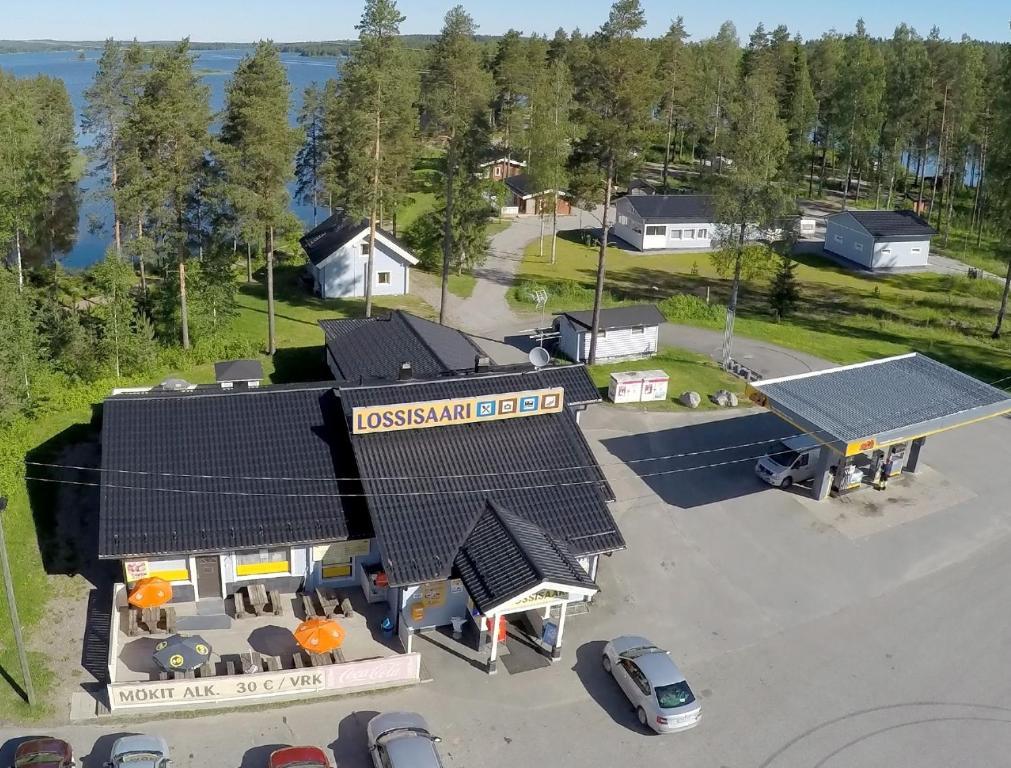 Majoituspaikan Matkailukeskus Lossisaari kuva ylhäältä päin