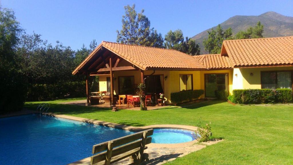 Una bonita casa con minipiscina t patios plunge pool for Casa rural para 15 personas con piscina