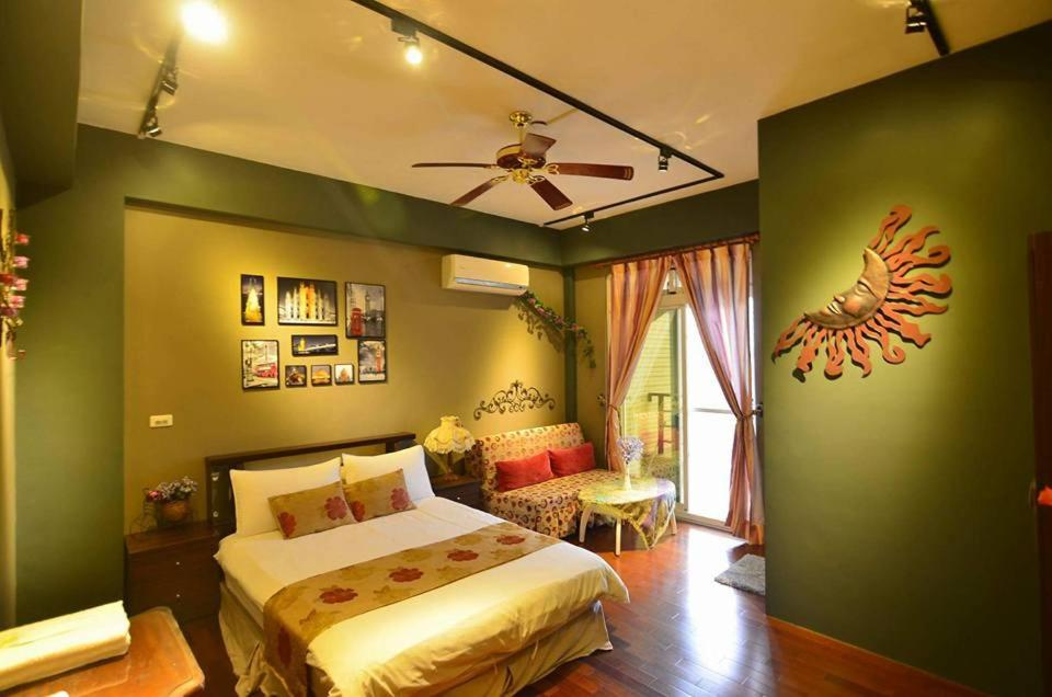 A bed or beds in a room at Kaho Homestay