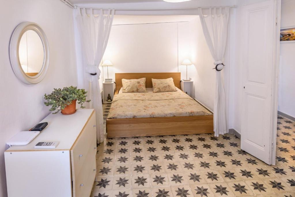 Een bed of bedden in een kamer bij Private Roof Top Sant Antoni