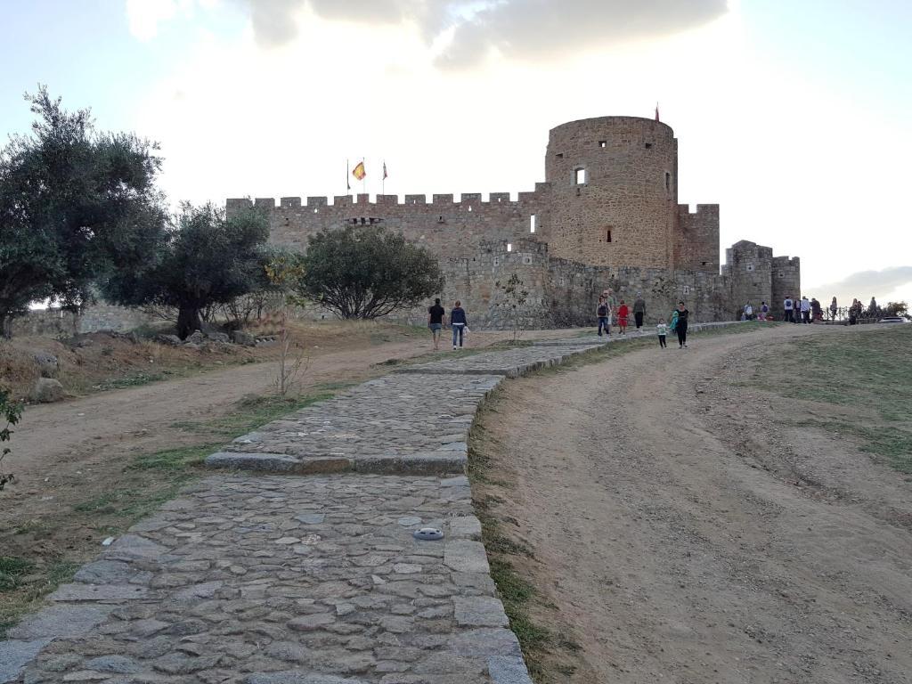 Casa rural castillo de la adrada la adrada precios actualizados 2019 - Casa rural el castillo ...