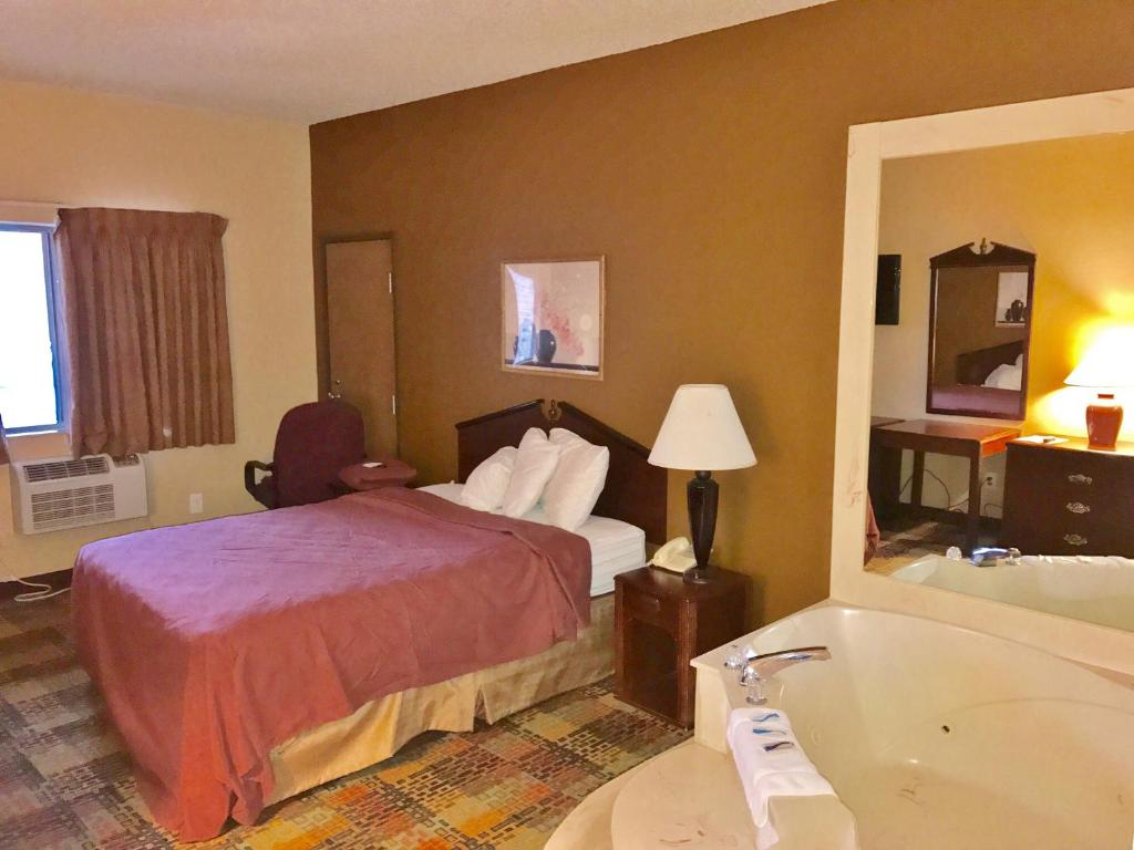 king michigan room in allergy cheap traditional hd southfield hotels the pure detroit friendly guest westin rooms