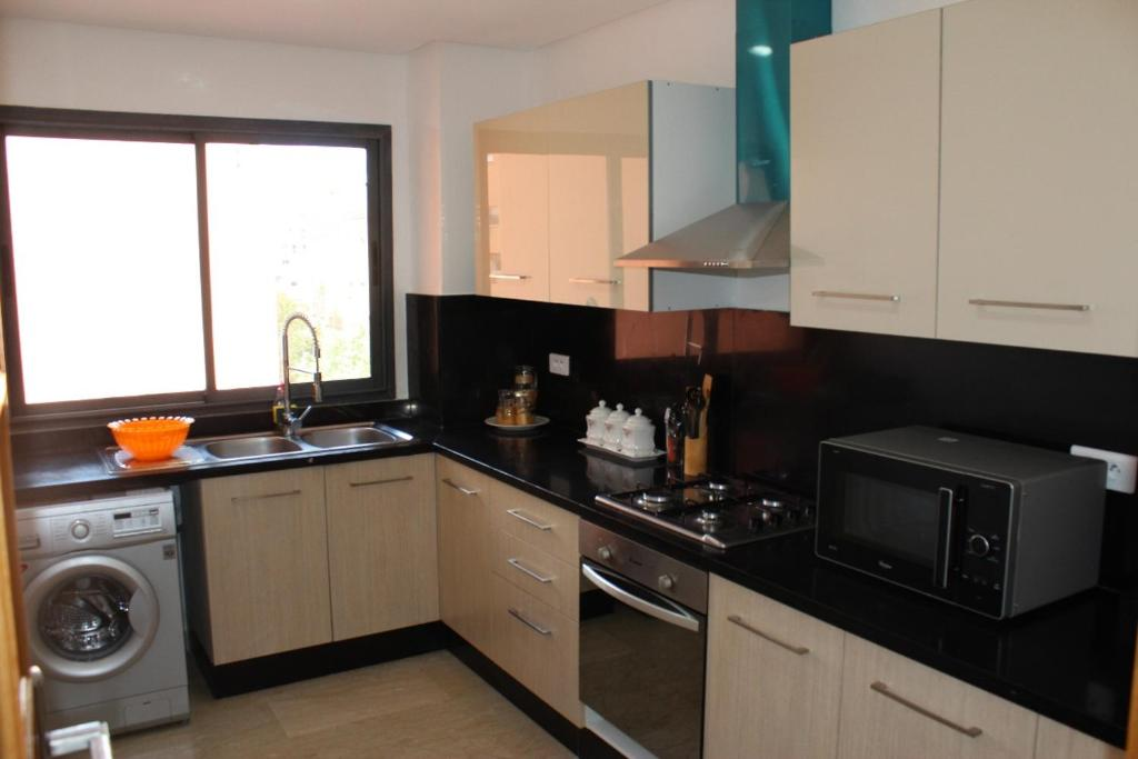 Charmant Cuisine Ou Kitchenette Dans Lu0027établissement Appartement Moderne Centre  Guéliz