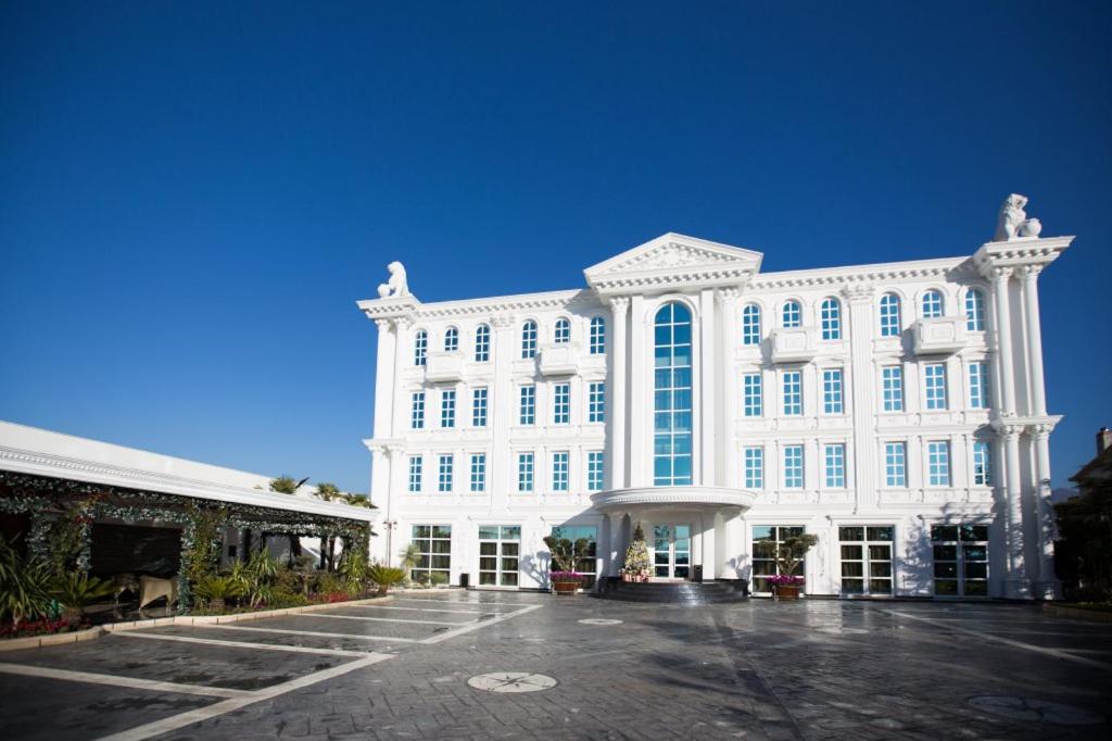 Tirana albania hotel 2018 world 39 s best hotels for Reservation hotel